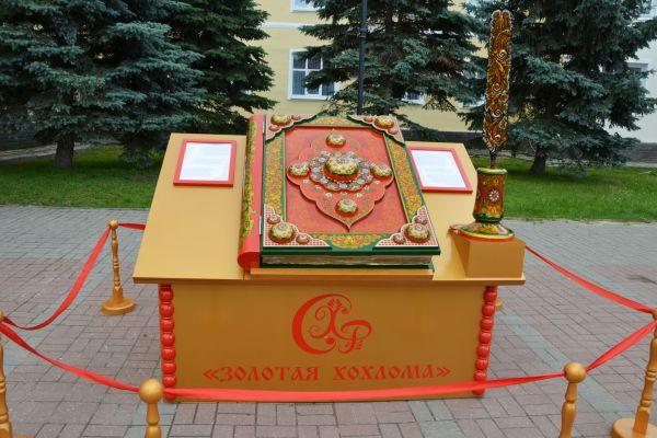 Яркое сияние фестиваля «Золотая Хохлома-2019» привлекло в Семенов тысячи гостей